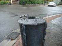 Até os latões de lixo da cidade são feitos para turistas
