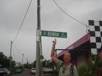 Bunda St, a rua atrás da estação de trem