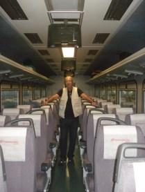 Dentro do trem. Chegamos cedo e deu para fotografar vazio.