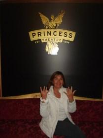 Princess Theathe, marcando os nove meses. A lenda diz que o fantasma de Federick aparece quando a peça vai ser um sucesso