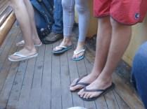 No ferry para Manly, dez entre dez pezinhos de estrangeiros preferem havaianas