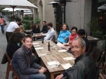 Parada para o café. Boris, búlgaro, duas alemãs, dois de Singapura, dois italianos e um peruano