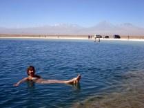 Eu flutuando na lagoa onde até os muito magrinhos (sem gordura corporal) conseguem flutuar