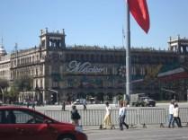 É a quarta maior praça do mundo e o centro da identidade nacional do México