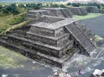 Outras pirâmides que rodeiam as principais