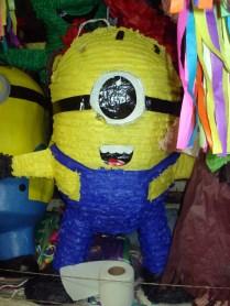 Mercado de Coyocan, pinhata de Minion. Esse mundo está virado.
