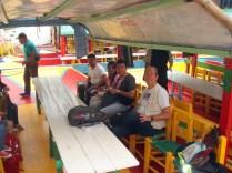 Nós e alguns dos venezuelanos dentro da trajineira