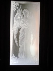 Portas de vidro da entrada da igreja