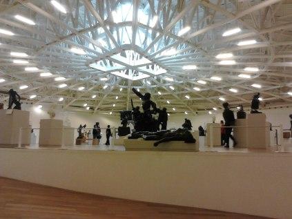 O museu abriga obras de muitos dos artistas europeus mais conhecidos do século 15 ao 20. Ele contém uma grande coleção de moldes de esculturas de Auguste Rodin