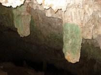 Cenote Bolonchojol cujo teto é fechado então é iluminado artificialmente