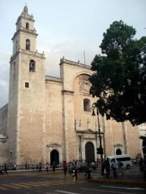 Catedral de Mérida de 1598 em plena praça central