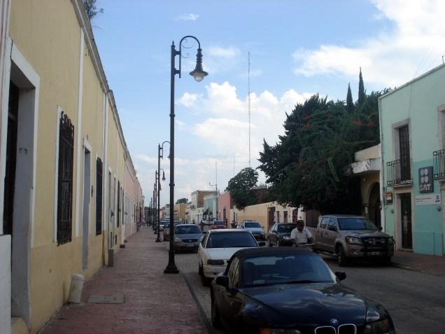 Rua tranquila e típica dessa cidade do estado de Yucatan