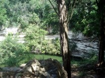 E dentro de Chichen também tem cenotes. Esse é o Poço Sagrado.