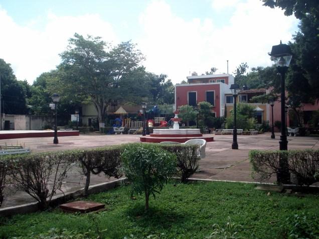 Essa é a praça em frente ao albergue