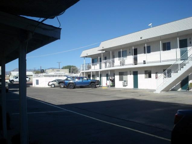 Estacionamento e quartos