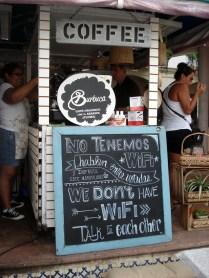 Placa num café de rua que achamos encantadora