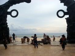 Reencenam as danças de guerreiros maias no Portal Maia