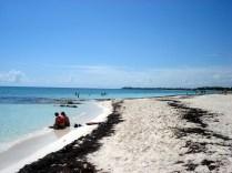 Porque com tanta praia o povo se espalha