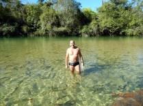 Bom para nadar e fazer snorkel, flutuação boa