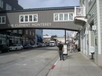 Passamos o tempo explorando os edifícios históricos da rua