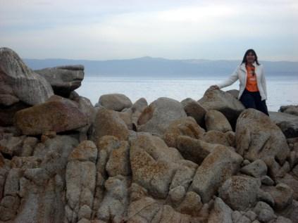 Praia de pedras e areia branca