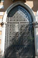 Venetian gate
