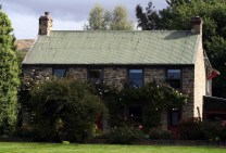Cottage on the road from Dunedin to Wanaka, New Zealand