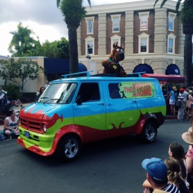 Scooby Doo and Shaggy in the MovieWorld Parade