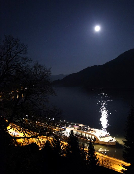 The view from Greinburg Castle, looking down on the ship under a beautiful full moon. [*sigh*]