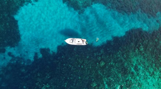 Aerial shot of our SUB boat from Stuart Cove's. Look at that water!