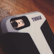 iPhone 6S dengan casing Thule Atmos X3