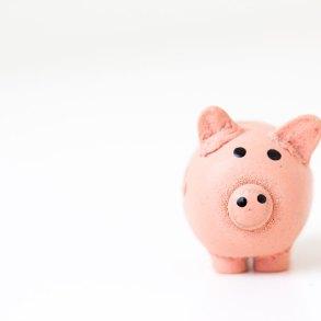 oszczędzanie pieniędzy do skarbonki to spore wyzwanie. Jak oszczędzać, żeby tego nie odczuć?