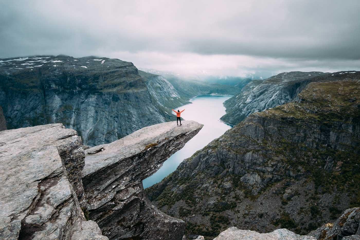Słynna skała Trolltunga w Norwegii. Język trolla.