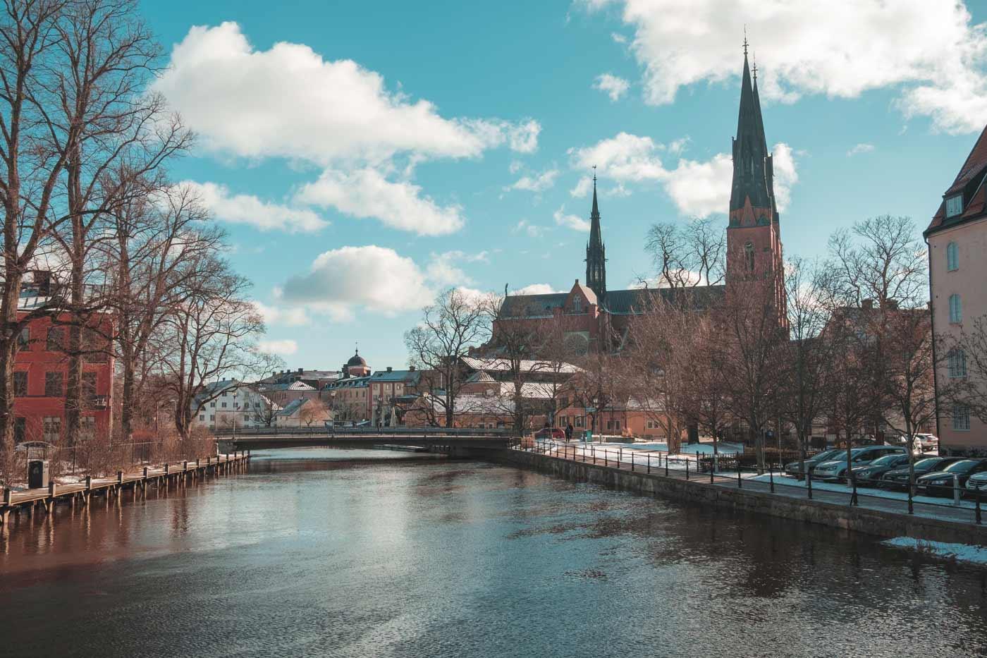 Co warto zwiedzić w Szwecji? Na pewnoa katedrę protestancką w mieście Uppsala