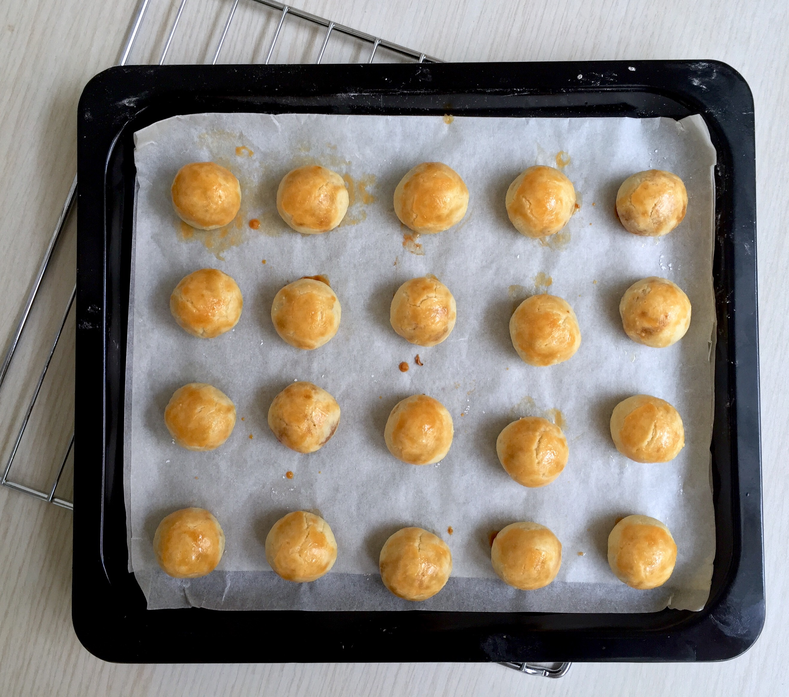 Melt-in-Mouth Pineapple Tarts (Part 1)