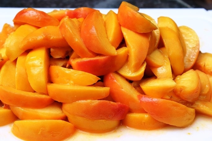 fresh sliced peaches