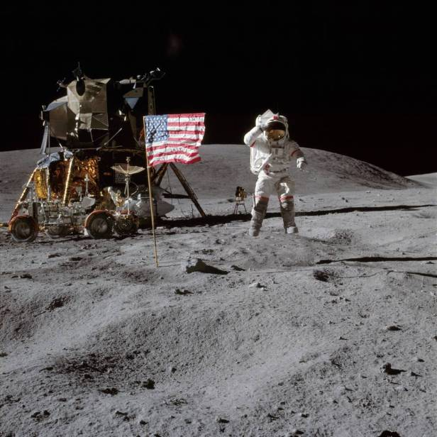Photo of the flag, Neil Armstrong and the shuttle module on the moon.