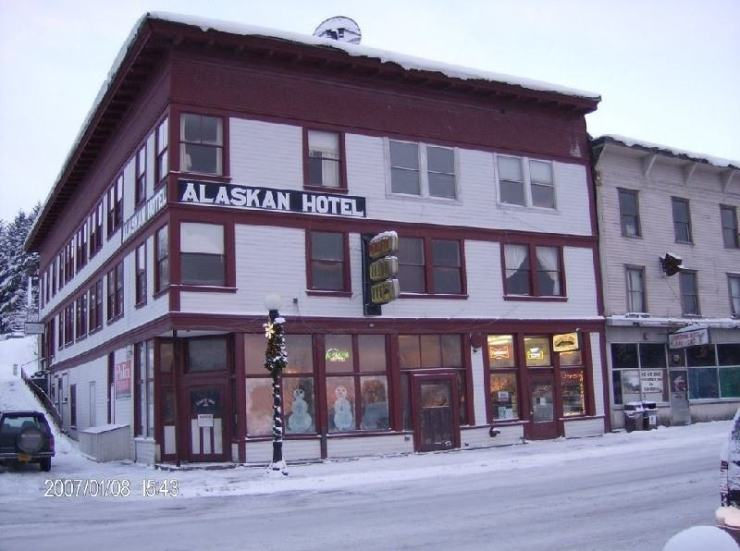Ultimate List of Best Cheap Hostels for Backpackers in Juneau, Alaska, Alaskan Hotel and Bar