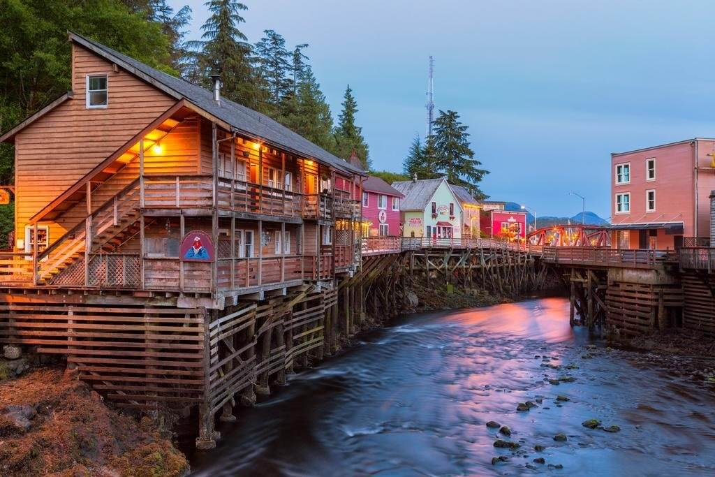 Ultimate List of Best Cheap Hostels for Backpackers in Ketchikan, Alaska, Inn at Creek Street