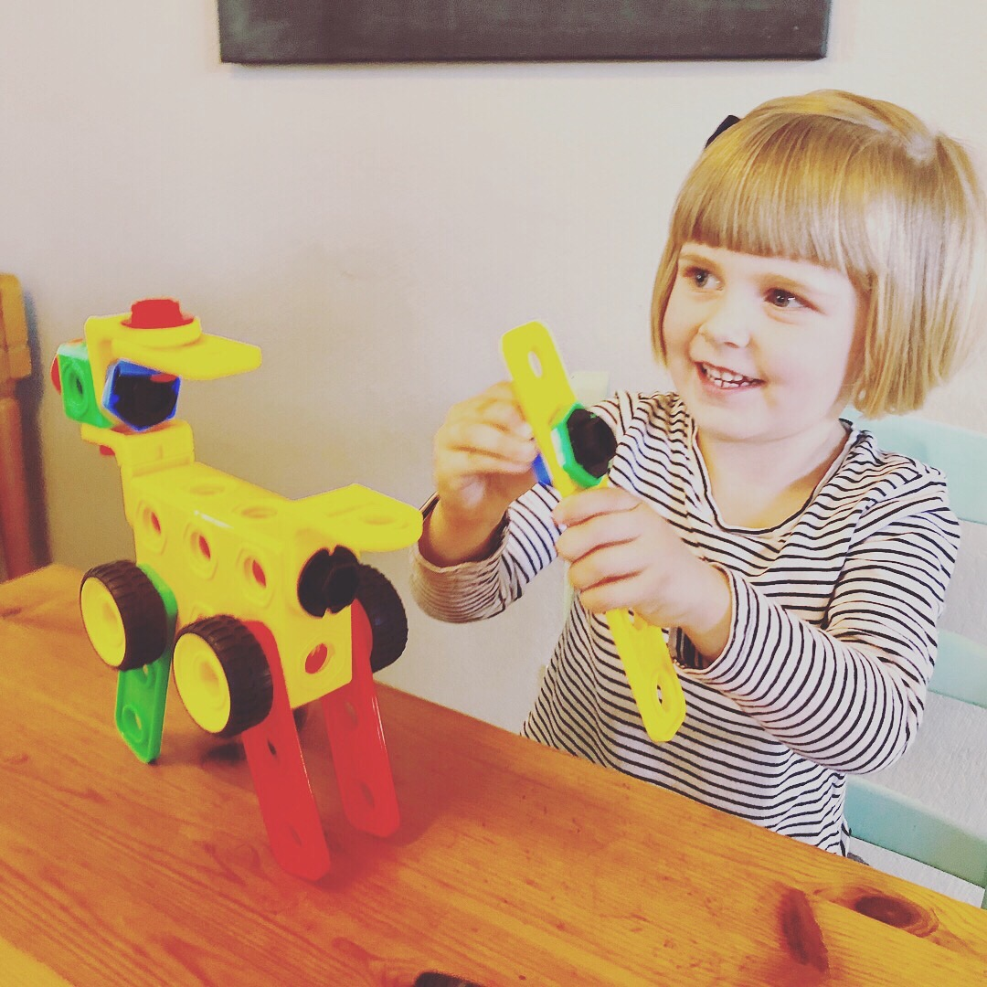 Toy Review Picassotiles Nuts And Bolts Construction Set