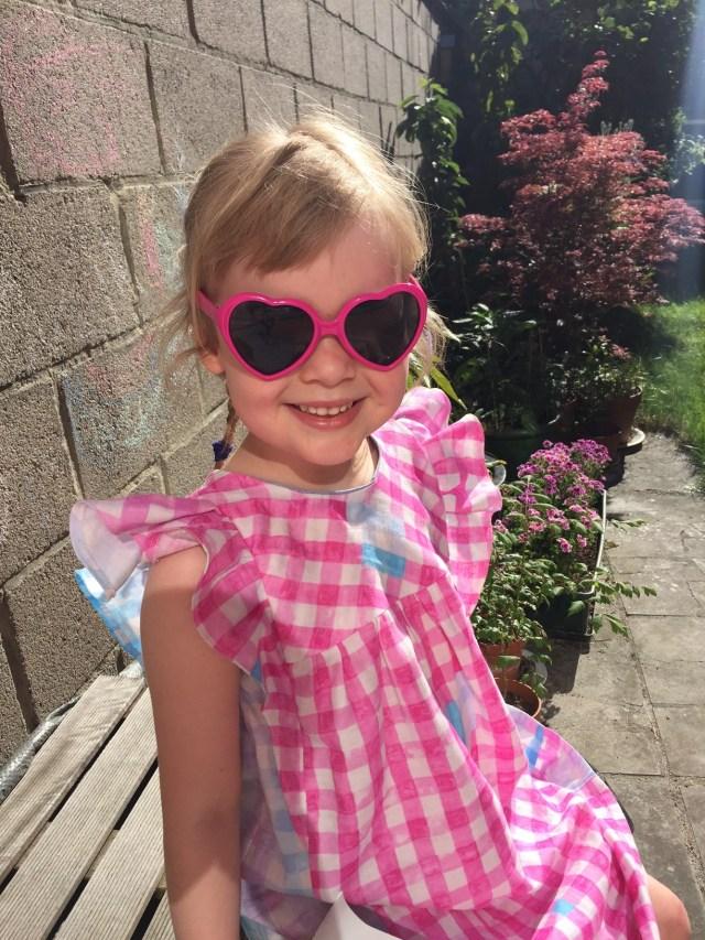 winnie-kleedje-zonnebril-2 Een zomers jurkje: Winnie kleedje van LMV