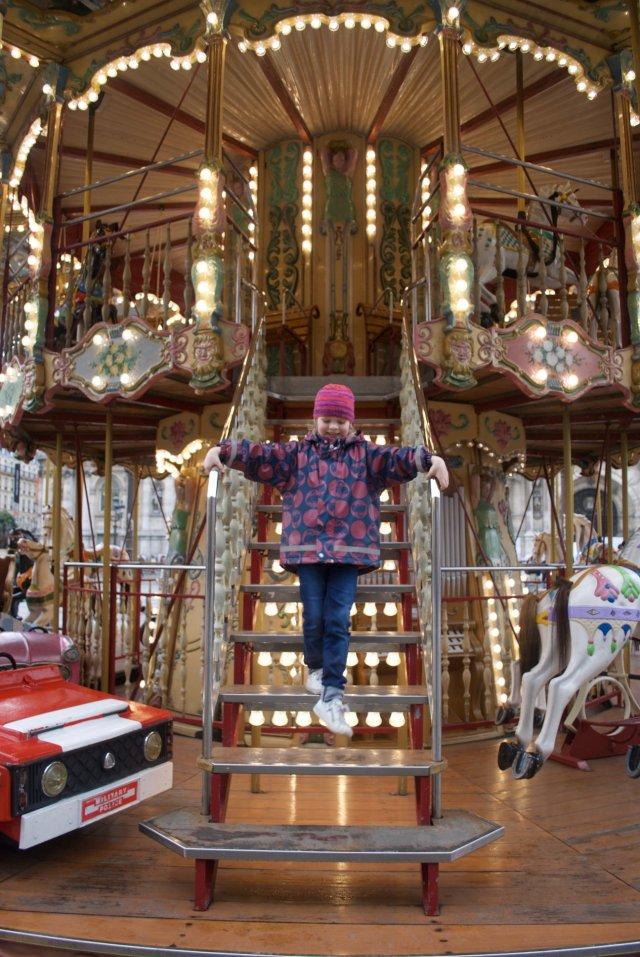 caroussel-Hotel-de-ville-Paris-685x1024 Op stap in Parijs met een kind