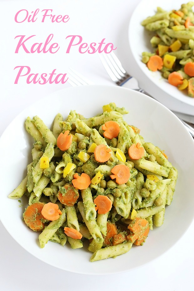 Oil Fee Kale Pesto Pasta is super quick and easy to make, vegan with a gluten free option, oil free, low fat and packed full of super healthy kale! / TwoRaspberries.com