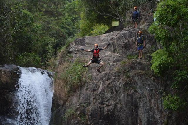 Canyoning-in-Da-Lat-REVIEW-Matt-cliff-jumping