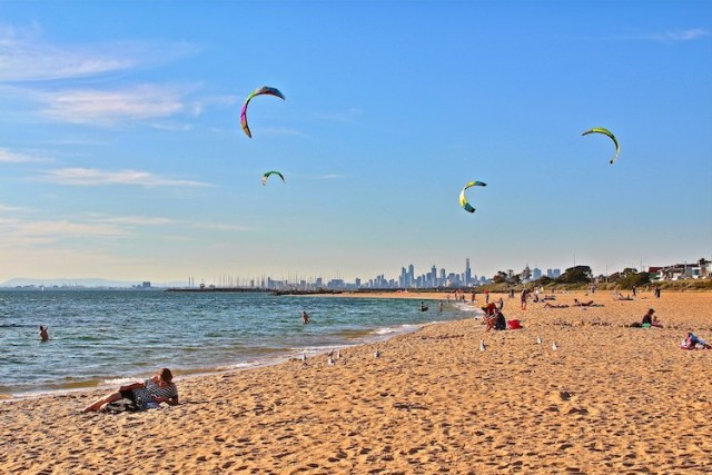 Kite-surfers-Best-free-things-to-do-in-Melbourne-Two-Souls-One-Path