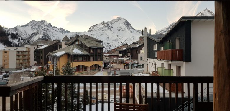 Residence Le Cortina Les Deux Alpes Balcony.jpg