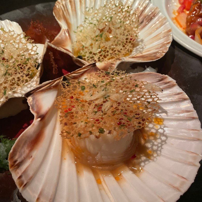Hakkasan Hanway Place High End Luxury Chinese Cantonese London Funky Hip Trendy Restaurant Michelin Star Traditional Romantic Dining Fun Club Experience Peking duck Cocktail Bar Drinks Great Service Must Go Classy Scallop Steamed