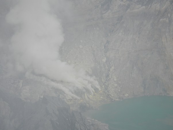 The smoking sulphur deposits from the look-out