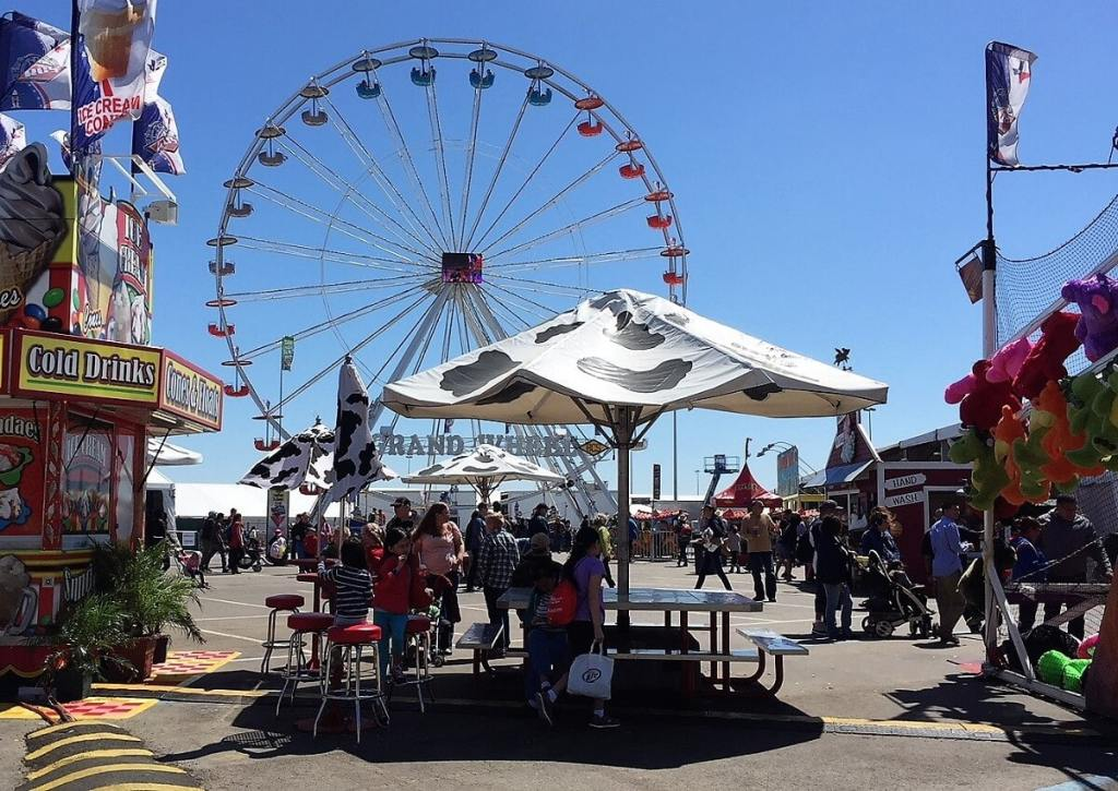 Houston Rodeo Carnival - Houston Livestock Show and Rodeo - Two Traveling Texans