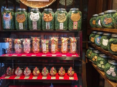 rice crackers in cat head shape